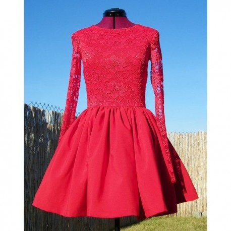 2268569e38 Czerwona mocno rozkloszowana sukienka z koronki S